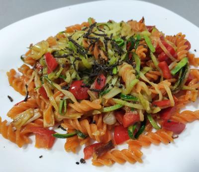 Dietista Nutricionista en Soria: Hélices de lenteja roja con verduras  y  trufa negra