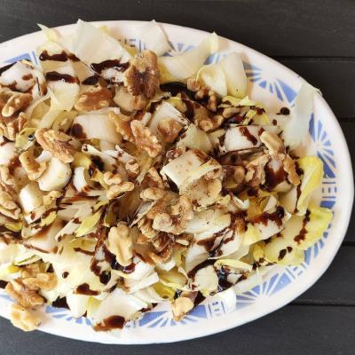 Dietista Nutricionista en Soria: Ensalada de endivias con dados de queso cabra y nueces